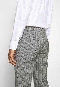 HUGO - Oblekové kalhoty - silver - 3