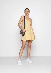 Hollister Co. - BARE FEMME SHORT DRESS - Kjole - yellow - 1