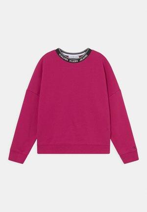 INTARSIA LOGO  - Sweatshirt - stunning magenta