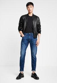 Pepe Jeans - STANLEY - Jeans Tapered Fit - dark used wiserwash - 1