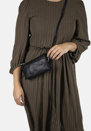 LISA SOFT - Across body bag - soft black