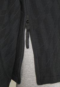 Nike Sportswear - HOODIE - Sweatshirt - black/smoke grey - 4