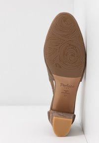 PERLATO - Classic heels - stone - 6