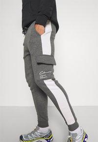 CLOSURE London - TECH UTILITY - Teplákové kalhoty - charcoal - 3