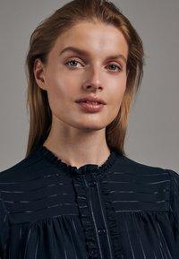 Seidensticker - KLEID SCHWARZE ROSE REGULAR FIT  - Shirt dress - dunkelblau - 3