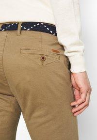 Teddy Smith - PALLAS - Chino kalhoty - bois brun - 4