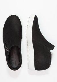 ECCO - SOFT  - Sneakersy niskie - black/powder - 2