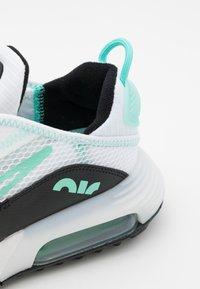 Nike Sportswear - AIR MAX 2090 UNISEX - Sneakers basse - white/tropical twist/black - 5
