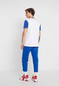 Ellesse - CODY - T-shirt imprimé - white - 2