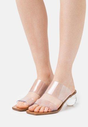 JILA - Pantofle na podpatku - clear