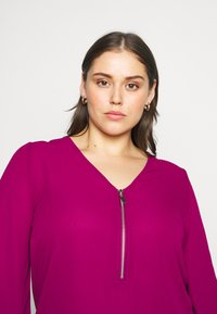 CAPSULE by Simply Be - ZIP FRONT BLOUSE - Blouse - magenta - 3
