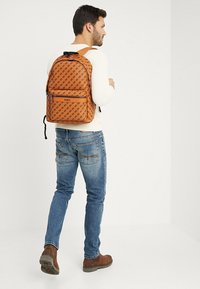 Guess - CITY LOGO BACKPACK - Rucksack - orange - 1