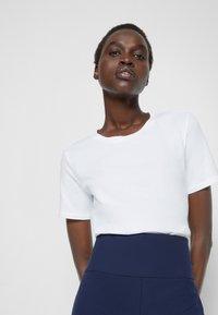 Max Mara Leisure - VAGARE - Basic T-shirt - bianco - 5