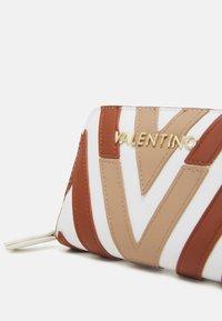 Valentino Bags - ANTEA - Peněženka - cuoio/multicolor - 4