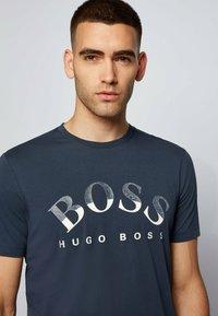 BOSS - Print T-shirt - dark blue - 3