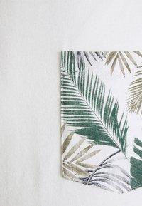 Jack & Jones - JORNEWMAIZE TEE CREW NECK - T-shirt med print - cloud dancer - 2