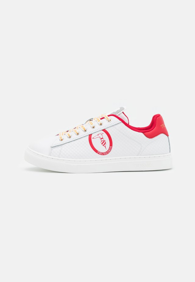 DANUS MIX - Sneakers laag - white/red