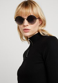 Emporio Armani - Sluneční brýle - matte black/matte pale gold-coloured - 1