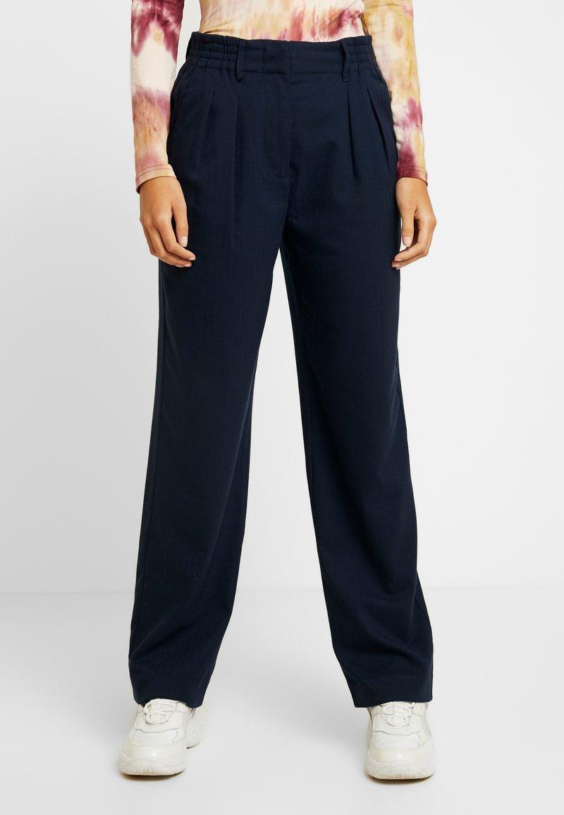 Envii - PANTS  - Spodnie materiałowe - navy blazer