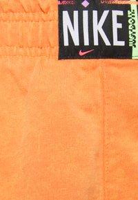 Nike Sportswear - WASH - Shorts - atomic orange/black - 2