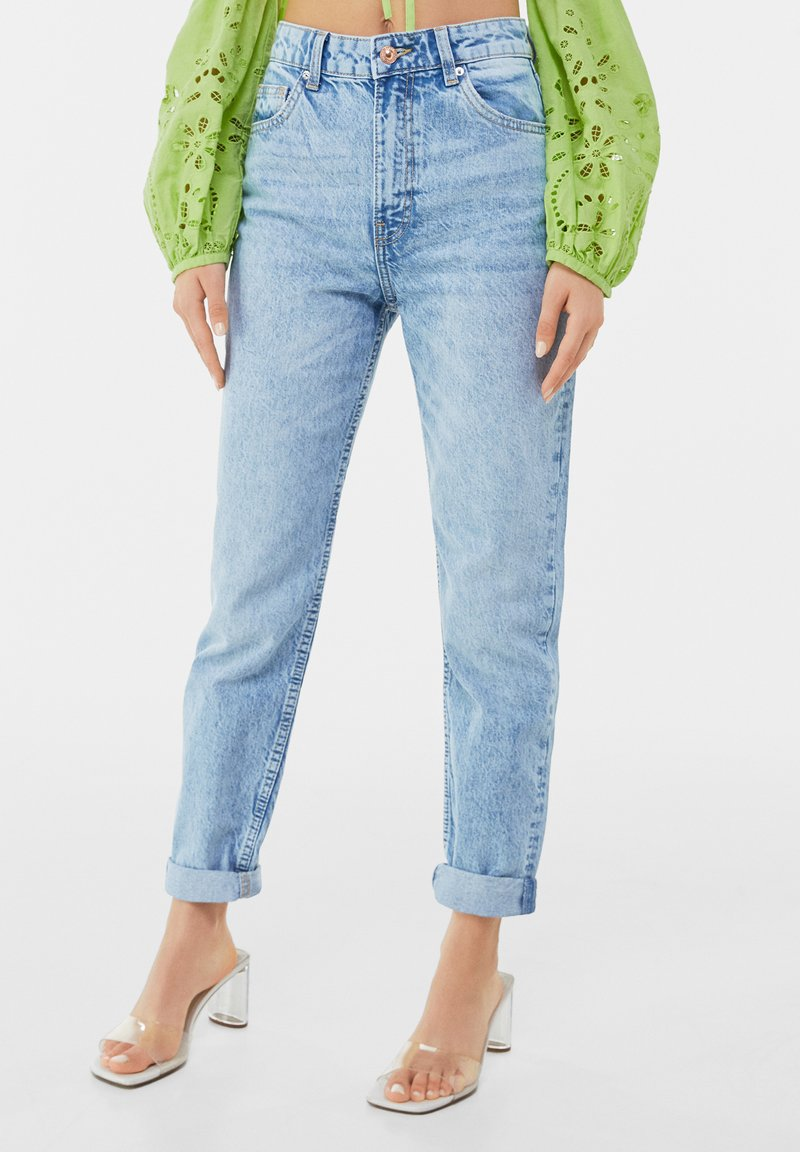 Bershka - MOM FIT JEANS - Jeans baggy - blue denim