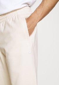 adidas Originals - PREMIUM UNISEX - Pantalon classique - off-white - 3