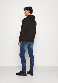 CLOSURE London - SPLATTER - Jeans Skinny Fit - blue - 2