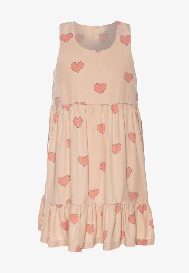HEARTS DRESS - Vapaa-ajan mekko - nude/red