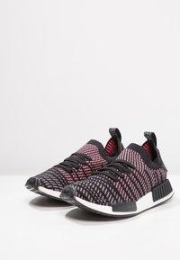 adidas Originals - NMD_R1 STLT PK - Tenisky - core black/grey four/solar pink - 2