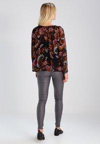 Kaffe - ADA COATED - Leggings - Trousers - dark dull grey - 2