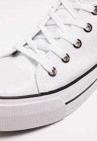 Rubi Shoes by Cotton On - PLATFORM JEMMA TOP - Høye joggesko - white - 2