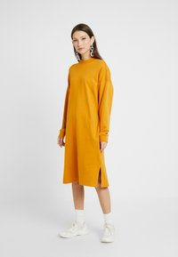 Monki - MINDY DRESS - Jerseykjole - yellow dark - 0