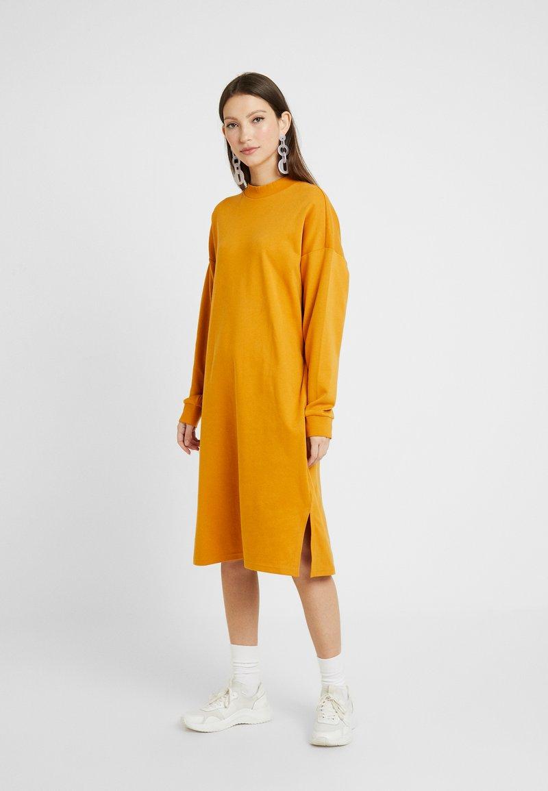 Monki - MINDY DRESS - Jerseykjole - yellow dark