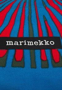 Marimekko - CREATED TANNERT APPELSIINI BAG - Weekend bag - green/blue/red - 4