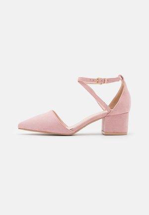 WIDE FIT AVIA - Tacones - pink
