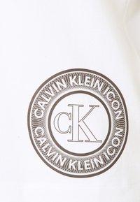 Calvin Klein Underwear - ICONIC LOUNGE CREW NECK - Pyjama top - white - 2