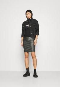 Calvin Klein Jeans - MONOGRAM  - Sweatshirt - black - 1