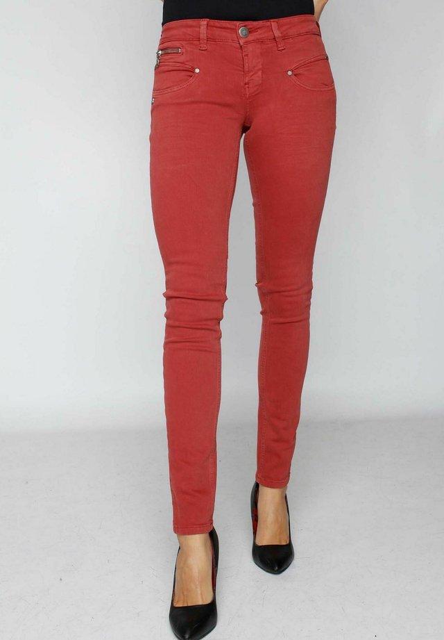 ALEXA NEW MAGIC BRICK - Slim fit jeans - magic color brick red