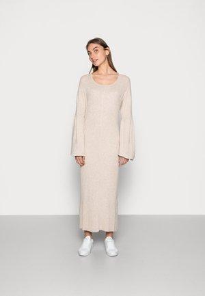 NOIAN DRESS - Sukienka dzianinowa - oat melange