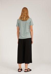 ARMEDANGELS - MARAA LITTLE LEAF - Print T-shirt - eucalyptus green - 3