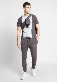 CLOSURE London - CONTRAST CUT SEW PANEL  - Tracksuit bottoms - grey - 1