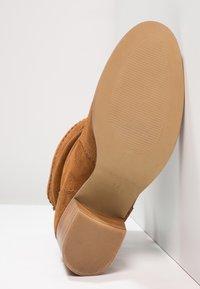 mint&berry - Classic ankle boots - cognac - 4