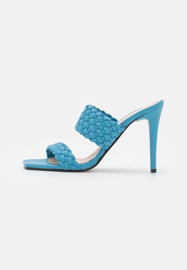 Slip-ins med klack - blue
