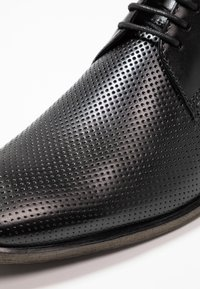 Bugatti - FERNAN - Business-Schnürer - black - 5