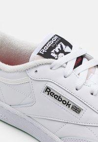 Reebok Classic - CLUB C 85 UNISEX - Tenisky - footwear white/vector red - 5
