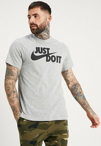 Nike Sportswear - TEE JUST DO IT - T-shirt print - grey heather - 0