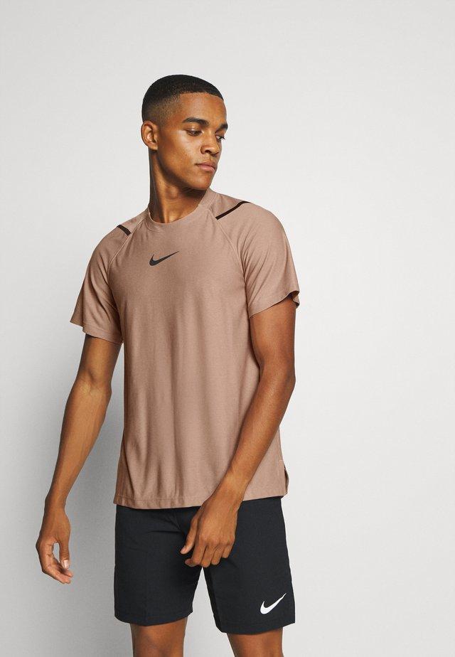 T-shirt z nadrukiem - desert dust/black
