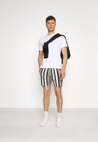 Selected Homme - SLHJOEL - Shorts - egret - 1
