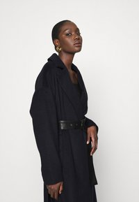 Who What Wear - BELTED COAT - Classic coat - navy - 4