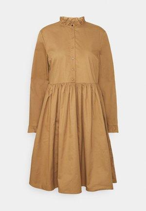 SLFALLYS SHORT DRESS - Day dress - tannin
